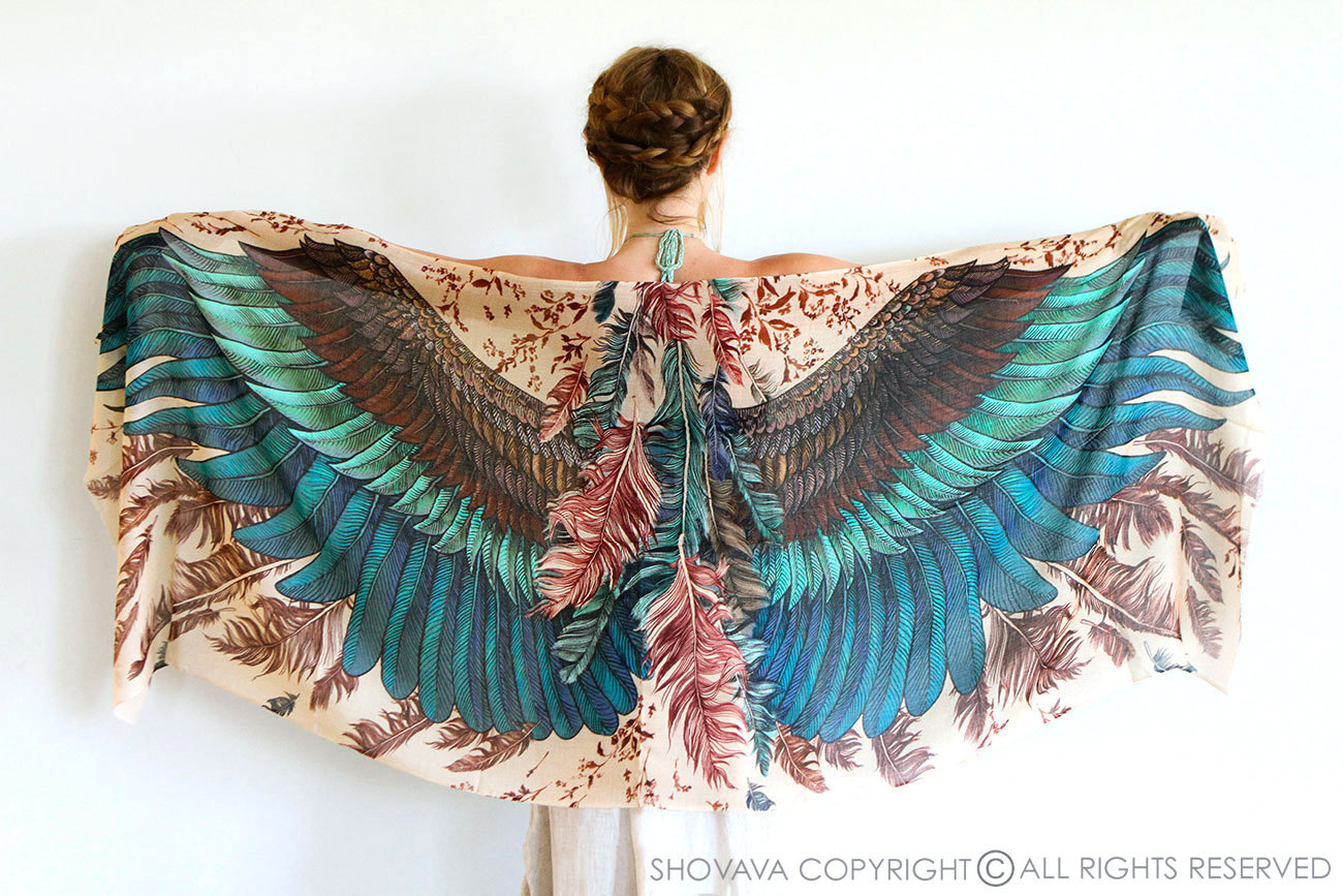 платок с крыльями птицы